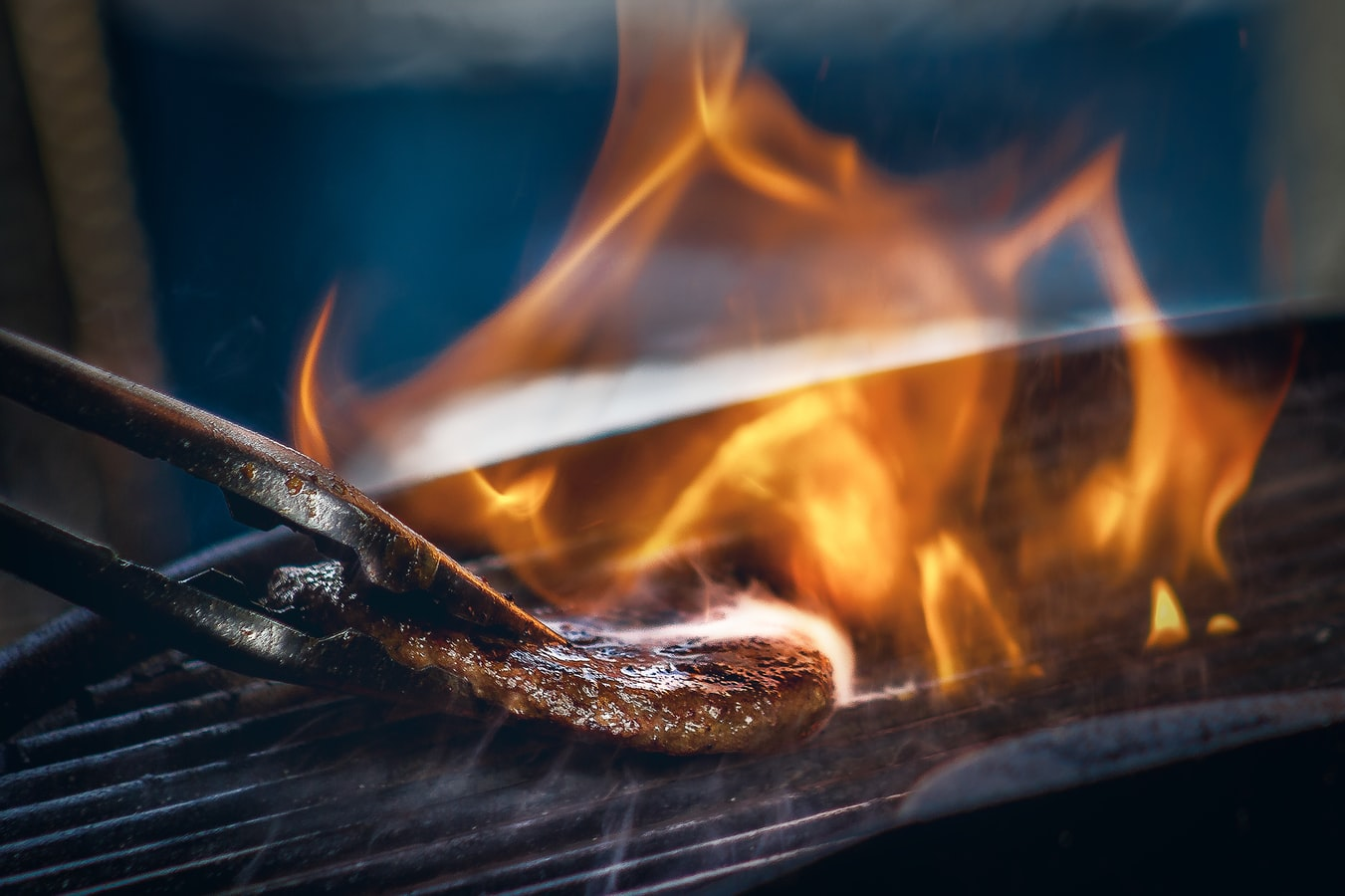 Why Gas Grills Wins the Close War Against Charcoal Grills