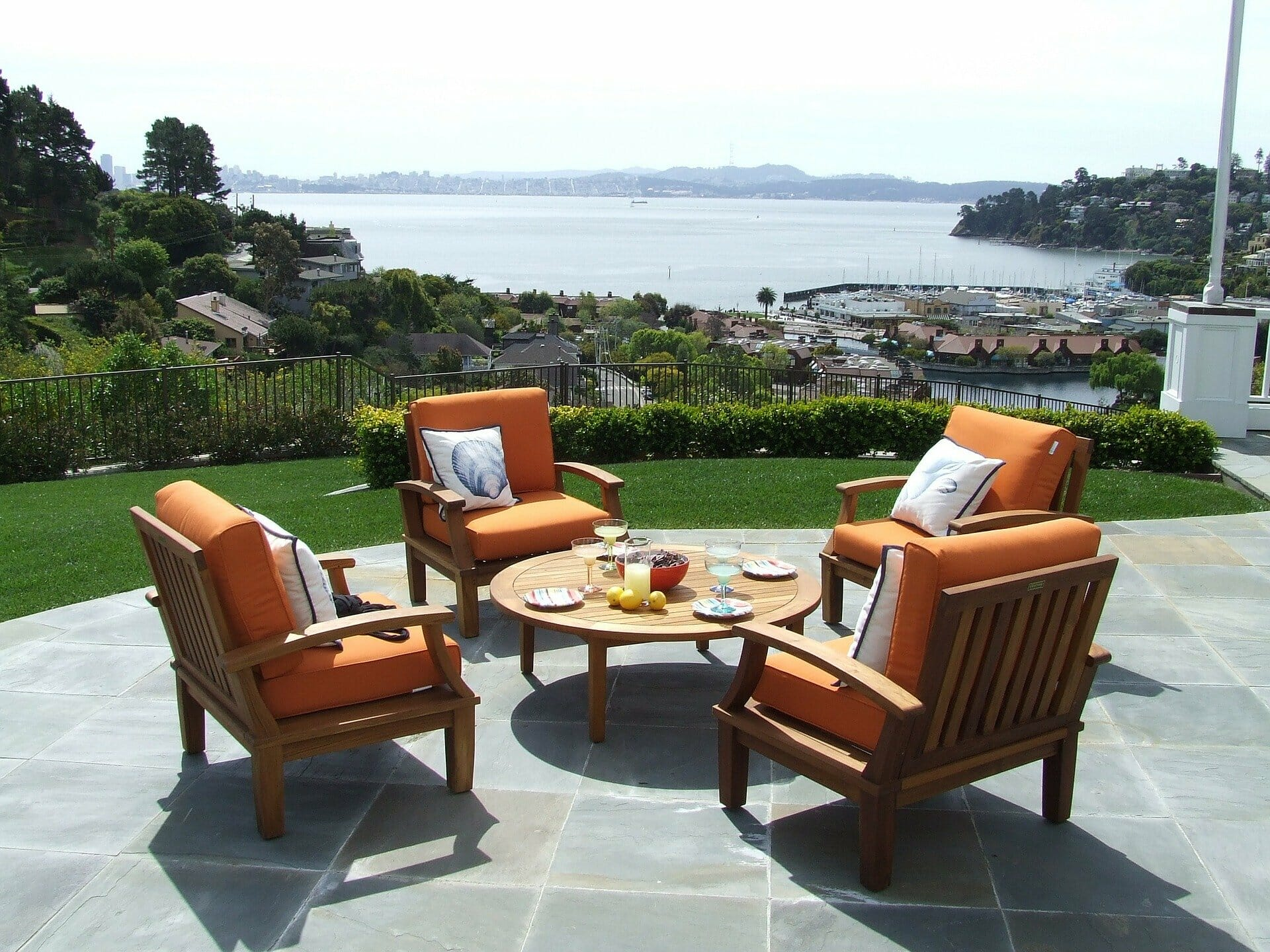 Considering Reclaimed Wood Outdoor Furniture